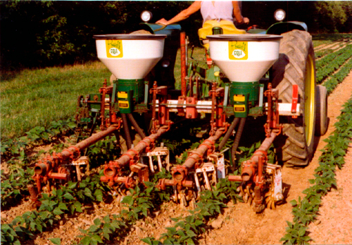 The Cole Pc 250 Is A Plate Feed Fertilizer Hopper That Holds Pounds Of Can Be Removed By Removing Two Pins For Easy Clean Out